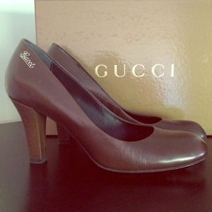 Gucci brown pump