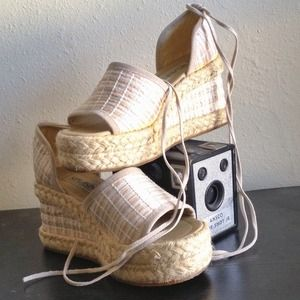 🔴SOLD🔴 Lightly Worn Woven Wedge