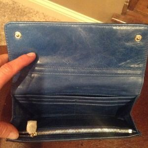 Authentic Tory Burch wallet. Navy blue