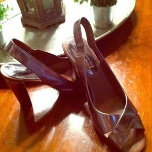 Open toe sling back heel