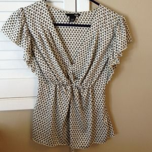 H&M ruffle sleeve top.  Size 6.