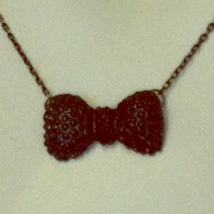 Bow necklace