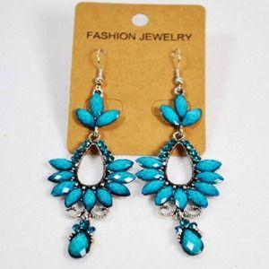 Brand New Chandelier earrings Calssy,glam