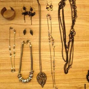 GBag of jewelry: girly bronze chic look