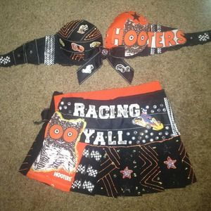 Other - Hooters racing themed outfit