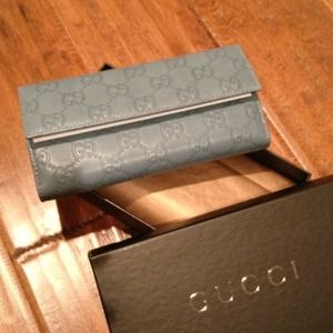 *Sale* Authentic Gucci Turquoise Leather Wallet