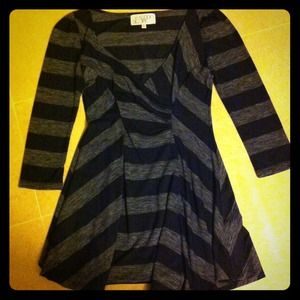 Tops - ⬇Reduced ⬇⬇Cute striped top!