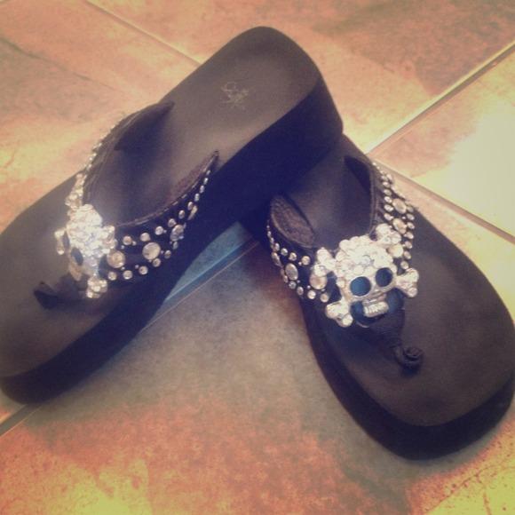 dec45f7effc3a Corkys Shoes - Corkys Skull rhinestone flip flops💀💀💀❤