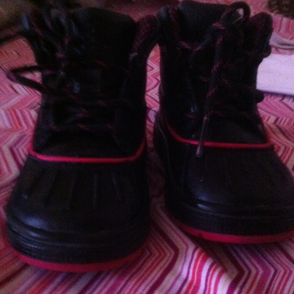 nike little girls size 65 acg boots pink amp black from