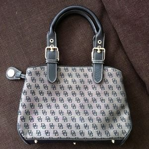 💥REDUCED💥AUTHENTIC Dooney and Bourke small purse