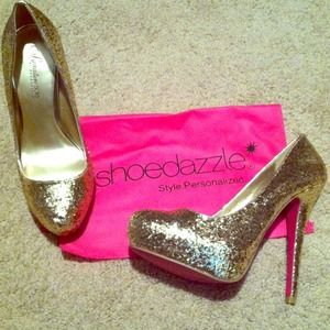 "4"" Platform Gold Glitter Pumps"