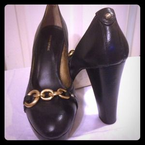 Banana Republic pumps with gold chain detail