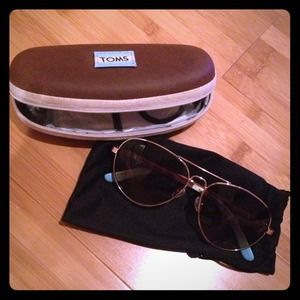 TOMS unisex aviator sunglasses with brown tint!