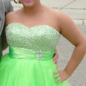 Size 10 lime green dress! Beautiful for prom!