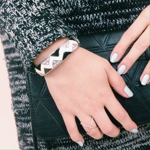 Jewelry - B&W Chevron Sparkle Hinged Bangle