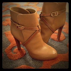 Tory Burch Dorese high heel bootie - Size 8