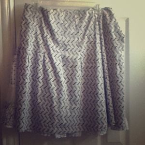 Medium length patterned skirt blue and black