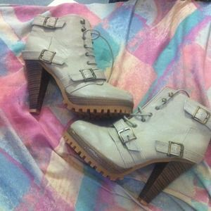 Shoes - Cute lace up boots