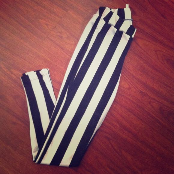 Pants - Beetlejuice leggings