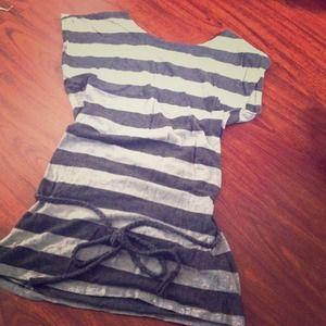 Gray/striped tunic