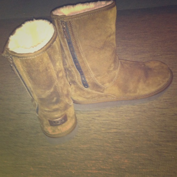 Ugg Shoes Boots With Zipper On Side Size 8 Used Once