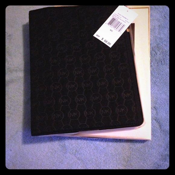 91da731173837 Michael Kors Black Neoprene iPad Case💗💗