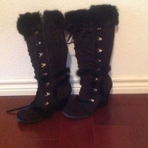 Boots - Tall black wedged boot with faux fur