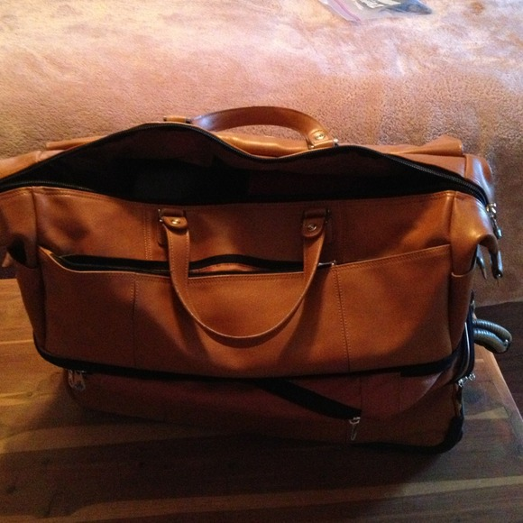 33 off jm new york accessories new york travel bag tan leather from diamond 39 s closet on poshmark. Black Bedroom Furniture Sets. Home Design Ideas