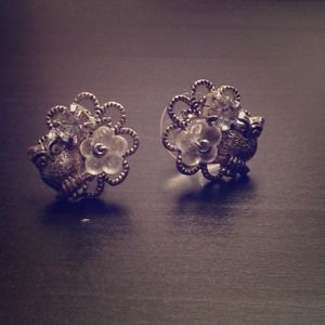 UO vintage silver owl studs. Never worn!