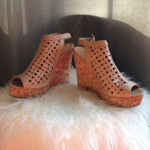 Shoes - Wedge size 6