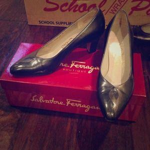 Vintage Ferragamo size 6B