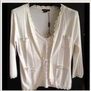 🅾⬇️Reduced ⬇️🅾2 piece White&Silver knit Jacket