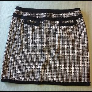 White House Black Market Houndstooth Pencil Skirt.