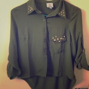Tops - Stylish shirt with cutout back & stud accent
