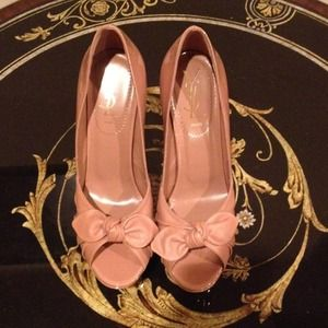 Yves Saint Laurent Shoes - ✂️REDUCED✂️YSL patent leather pumps