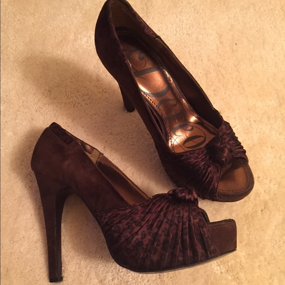 71 Off Dereon Shoes House Of Der 233 On Twist Pumps From