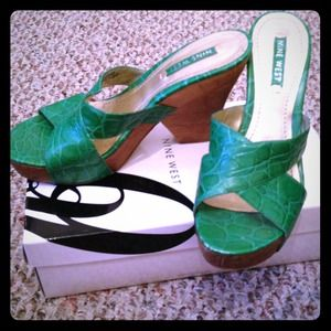 Nine West kelly green 7.5 wedges