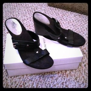 Nine West black leather and suede wedge sandals