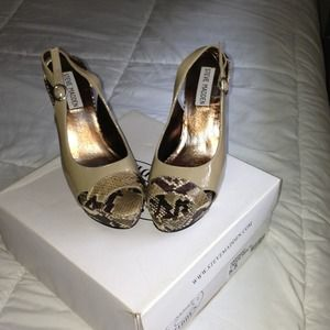 ***REDUCED*** Steve Madden peep toe platforms