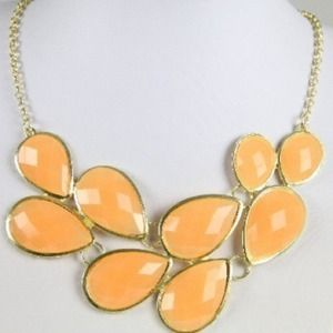 *NWT* Peach Creamsicle Jewel necklace - gorgeous!