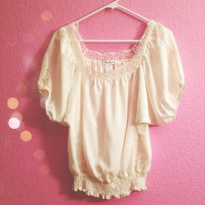 CUTE CREAM BLOUSE