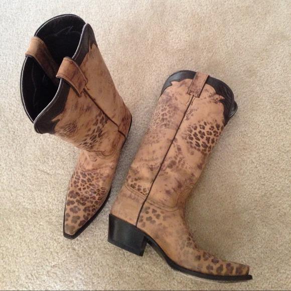 18d7e6d663a 👢NOCONA distressed Leopard print western boots 👢