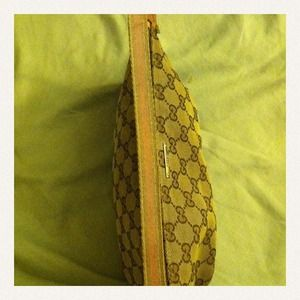 34b8ec903e0 Gucci Bags - Small Gucci purse PRICE REDUCED NEED TO SELL!