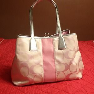 ✨REDUCED✨ AUTHENTIC COACH HANDBAG