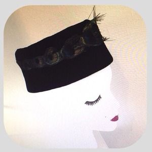 vintage Accessories - Vintage pill box hat black with peacock feathers