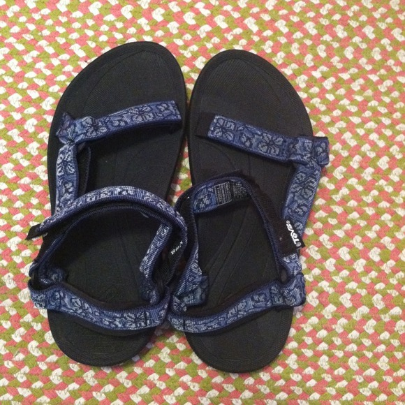 c4cb963be77 Teva Shoes (like chacos). M 51696bd95a38f37c350110a0