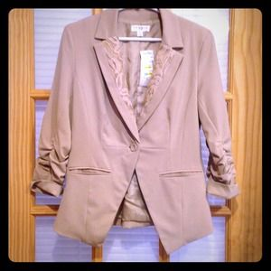 Jackets & Blazers - ❌❌SOLD❌❌ NWT. Tan blazer w Lace detail on lapel.