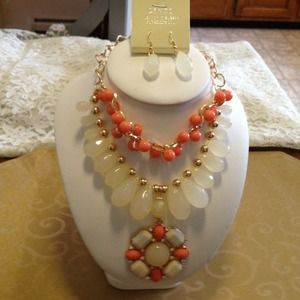 Acrylic jewel layered bead necklace with earrings