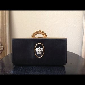 Handbags - Vintage evans clutch beautiful detail in the front