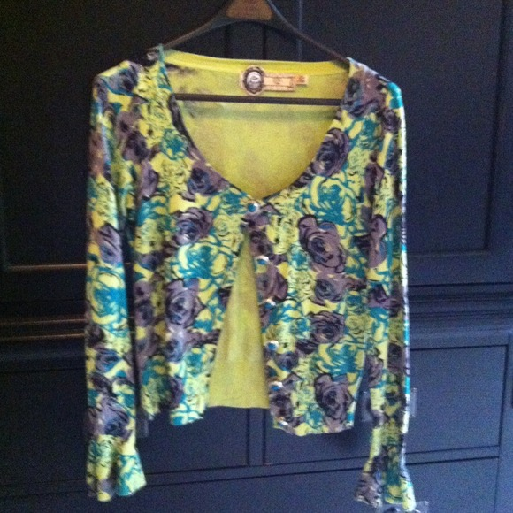 Forever 21 Sweaters - Adorable floral sweater